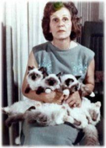 Anna Baker y 3 Ragdolls